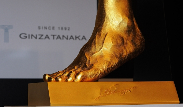messi-foot-gold-sculpture-coverSPORT MAN