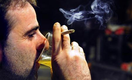 Spanish bar owners fume over ban on smoking
